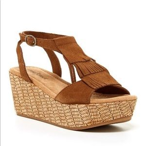 Minnetonka Brown Central Fringe Suede Rafia Wedge